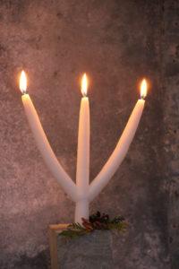 Heilage tre kongers lys, eit tre-arma lys produsert av Litledalen Lys AS